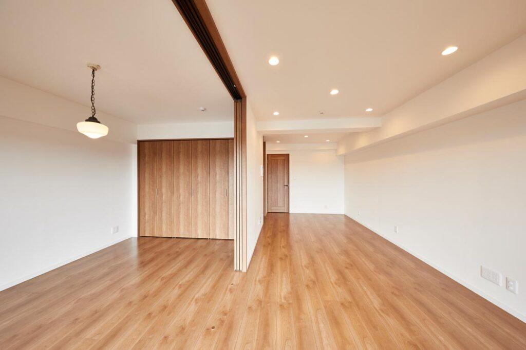 間仕切りは壁やドアから収納や引き戸の時代画像
